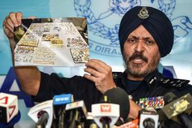 马来西亚武吉阿曼商业罪案调查局总监阿马星今天召开记者会表示,从纳吉住所搜获的现款、珠宝和包包等物件,市值总值介于9亿至11亿令吉(约3.7亿新元)