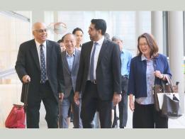 两市镇会工人党阿裕尼集选区议员等八造的官司正式开审,刘程强(左二)、林瑞莲(右一)、毕丹星(右二)等人今早从容抵达高庭。