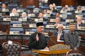 马国前副首相安华今天正式重返国会,宣誓出任波德申国会议员。