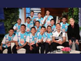 泰国野猪少年足球队和教练到美国上《艾伦秀》