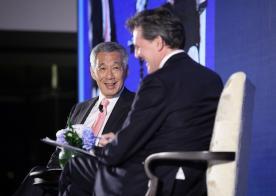 """李显龙总理昨晚出席首届""""彭博创新经济论坛""""的欢迎晚宴"""