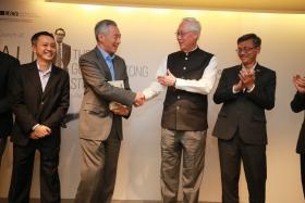 新加坡总理李显龙出席荣誉国务资政吴作栋授权传记《高难任务:吴作栋传》发布会