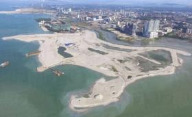皇京港停工三个月