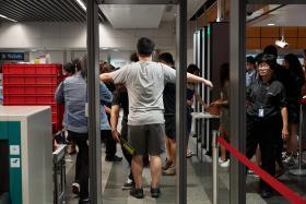 地铁站试行强化安检