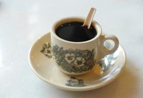 别再往我的咖啡吐口水