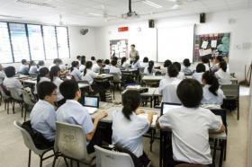 本地中学的校服规定花样真多。(互联网)