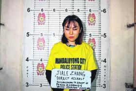 中国留学生张佳乐因向菲律宾警员泼豆花被捕。(菲律宾警方)
