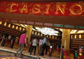 相遇于赌场,却没好下场。(联合早报)