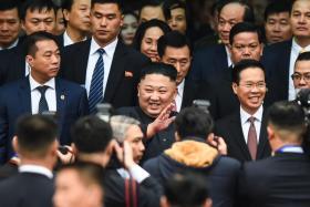 朝鲜领导人金正恩抵达中越边境城市同登。