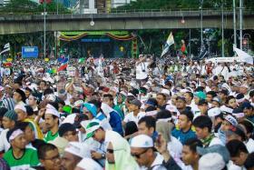 """由伊斯兰党挑起的""""反对""""消除一切形式种族歧视国际公约""""(ICERD)大示威去年12月8日在吉隆坡上演。"""