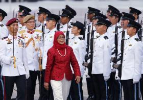 哈莉玛总统国庆检阅