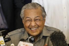 """(设计对白)马国首相马哈迪:""""叫我一号老男神。"""""""