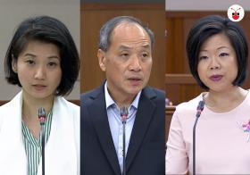 行动党孙雪玲(左)和沈颖(右)在国会上分别和工人党老手刘程强(中)过招。