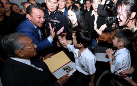 马国教育部长马智礼提油救火 预科班再掀种族风暴