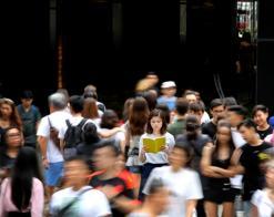 在新加坡能驾驭中文的人凤毛麟角