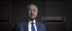 """马哈迪""""下海""""拍片 喊话国际学生到马国求学"""