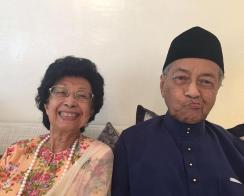 政治上翻来覆去,对爱情却始终如一 老顽童马哈迪94岁了