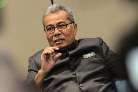 放大记者华人身份 马国飞行车部长种族言论引争议