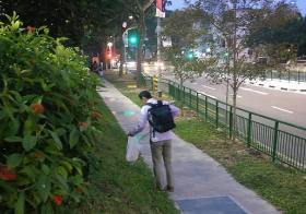 日本人在中峇鲁捡拾垃圾