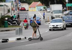 电动踏板车上路