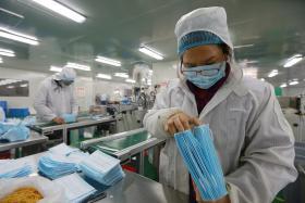 中国外科手术口罩生产过程