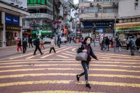 社区传播可能爆发 离中国最近的香港仍拒绝封关