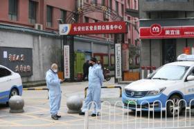 武汉出租车司机都全副武装
