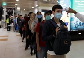 印尼地铁站测量体温