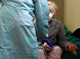 """意大利医生面临先救谁的道德难题 特朗普和两位确诊病患接触过但""""不担心"""""""