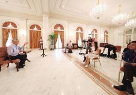 李显龙总理在总统府接受媒体访问