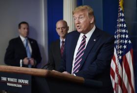 特朗普总统23日发表了一个举世震惊的言论,他提出研究把消毒剂注入体内,以杀死冠状病毒。