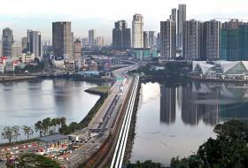 每天有大约30万名马国客工越过新柔长堤前来新加坡工作