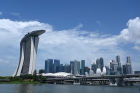 """全球经济动荡钱放哪里最安心? 新加坡受青睐成为""""避险天堂"""""""