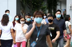 冠病疫情期间,新加坡商业区的上班族。