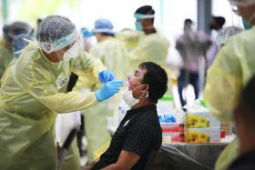 客工宿舍冠病感染率达47% 新加坡如何一步一脚印打赢这场仗?
