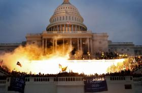 美国近代民主最黑暗的一页 特朗普难辞其咎