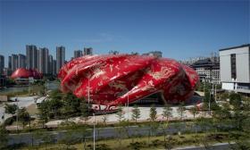2020年第十一届中国十大丑陋建筑榜单第一名是广州融创大剧院。(建筑畅言网)