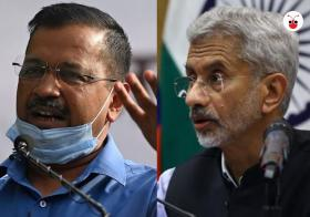印度新德里首席部长凯吉里瓦尔(左)与印度外交部长苏杰生